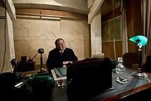 Churchill-desk.jpg